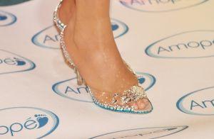 À la Cinderela: sapatos transparentes e 'invisíveis' estão em alta novamente