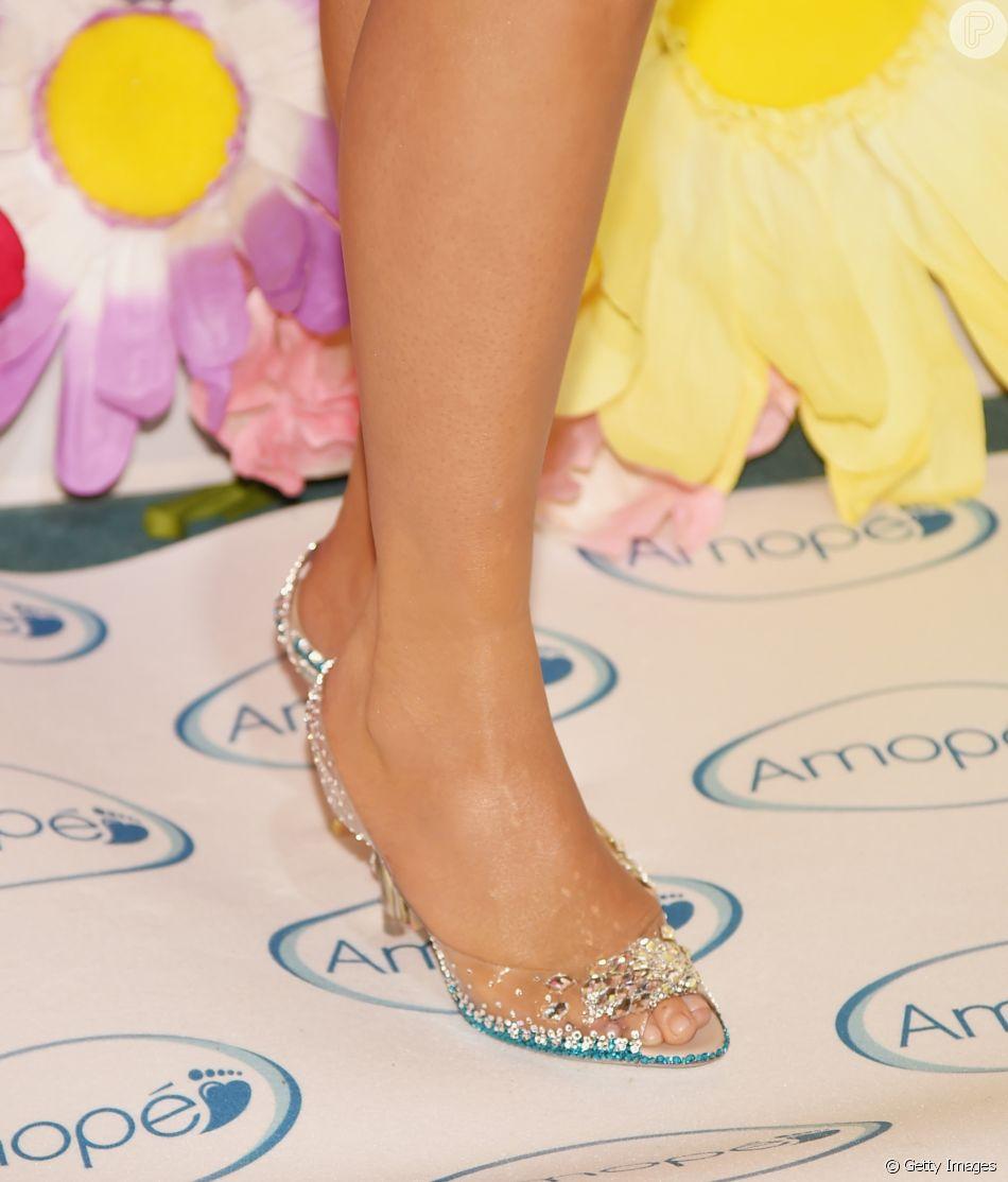 fdd8af68f Acessório plástico: sapatos transparentes voltam a ser tendência e ...