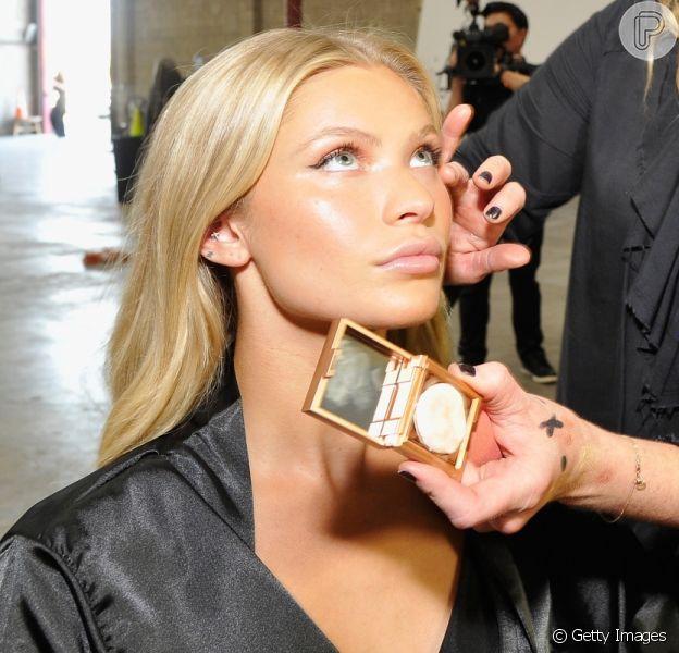 Glow perfeito! Iluminador é o produto queridinho da maquiagem atualmente