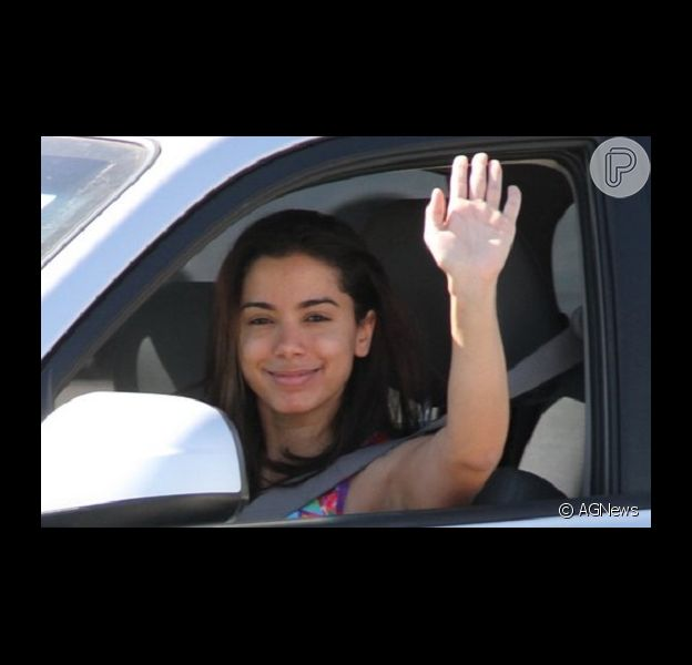 Anitta sobre ser fotografada sem maquiagem: 'Não estou nem aí' (5 de agosto de 2014)