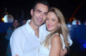 Em família: Ticiane Pinheiro curte show na Bahia com o marido e os pais. Fotos!