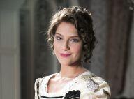'Orgulho e Paixão': Darcy permite namoro da irmã, Charlotte, com Olegário