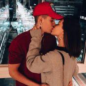 Kevinho posta 1º foto de beijo em Flavia Pavanelli após volta do namoro. Veja!