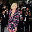 O look do tapete vermelho de Cannes é Saint Laurent por Anthony Vaccarello