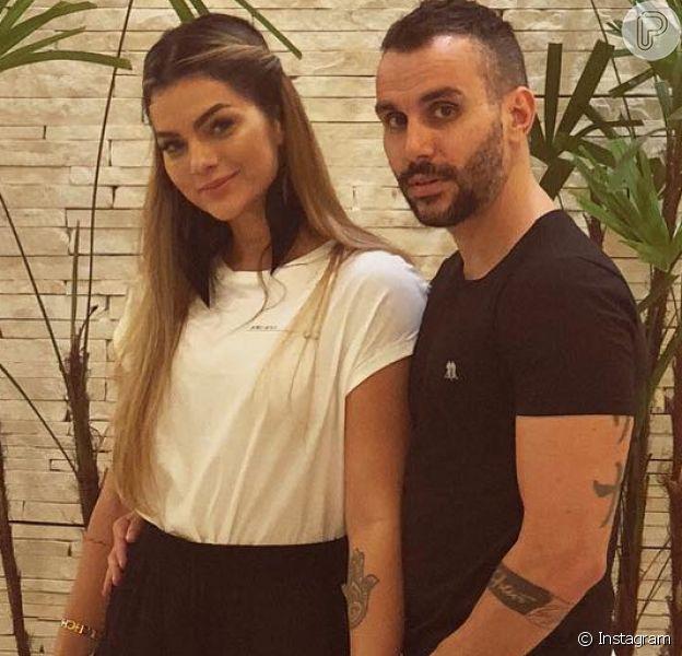 Kelly Key disse que não brigou com Latino para incluir o nome do marido, Mico Freitas, na certidão de nascimento da filha, Suzanna