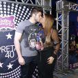 Preta Gil ganhou um beijo do noivo na comemoração dos seus 40 anos, no Baile da Favorita, no Rio