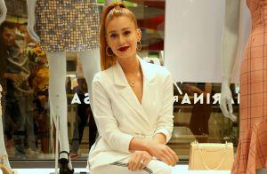 All white com toque esportivo: o look de Marina Ruy Barbosa ao lançar coleção