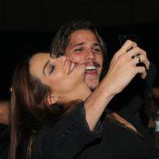 Cleo Pires e Romulo Neto namoram durante show de Fábio Jr. no Rio de Janeiro