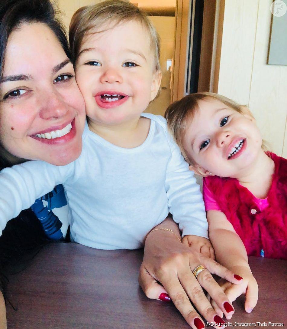 Filha de Thais Fersoza, Melinda penteia cabelo da atriz em vídeo postado neste sábado, dia 08 de setembro de 2018