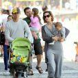 Guilhermina Guinle aproveitou a tarde em família na orla da praia do Arpoador, na Zona Sul do Rio de Janeiro, neste domingo, 10 de agosto de 2014