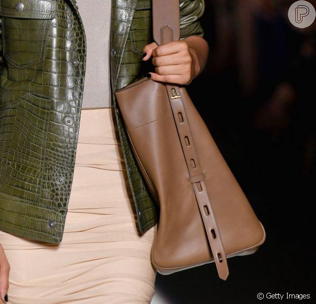 O retorno das bolsas gigantes: o modelo proposto por Tom Ford é prático e elegante ao mesmo tempo