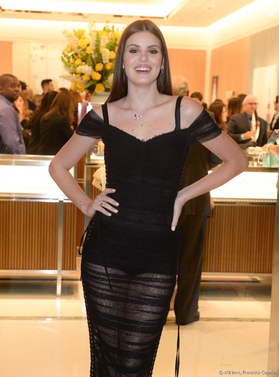 d2452e1d787f4 O look de Camila Queiroz na inauguração da loja Tiffany   Co em São Paulo é  Dolce   Gabbana