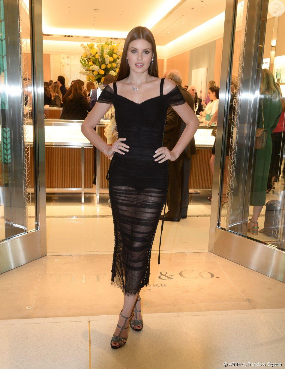 740c73e873ad2 Camila Queiroz prestigiou a inauguração da loja Tiffany  amp  Co. no Shopping  JK Iguatemi