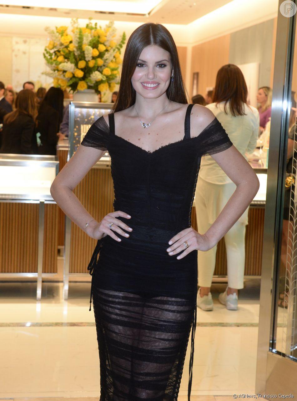 ec8581a125016 O vestido de Camila Queiroz pode ser encontrado por 2750 euros  (aproximadamente R  13,5 mil reais) no site oficial da Dolce   Gabbana