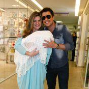 Mirella Santos e Wellington Muniz deixam a maternidade com a filha, Valentina