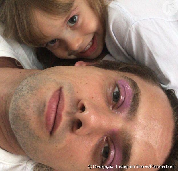 Pai maquiado! Filha de Rafael Cardoso passa gloss como sombra no ator nesta sexta-feira, dia 21 de setembro de 2018