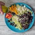 Existem vários tipos de jejum intermitente, entre eles: tempo restrito de alimentação, jejum em dias alternados e dieta mimetizada