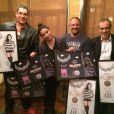 Anitta recebe disco de platina pelas 75 mil cópias vendidas de seu DVD 'Meu Lugar', além do disco de ouro pelo CD 'Ritmo Perfeito' com 40 mil cópias