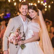 Camila Queiroz mostra fotos de casamento com Klebber Toledo e comemora: '1 mês'