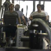 Edson Celulari malha com o filho mais velho, Enzo, em academia do Rio
