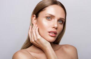 Como fazer a maquiagem iluminada que já é tendência para o verão: 'Glass skin'