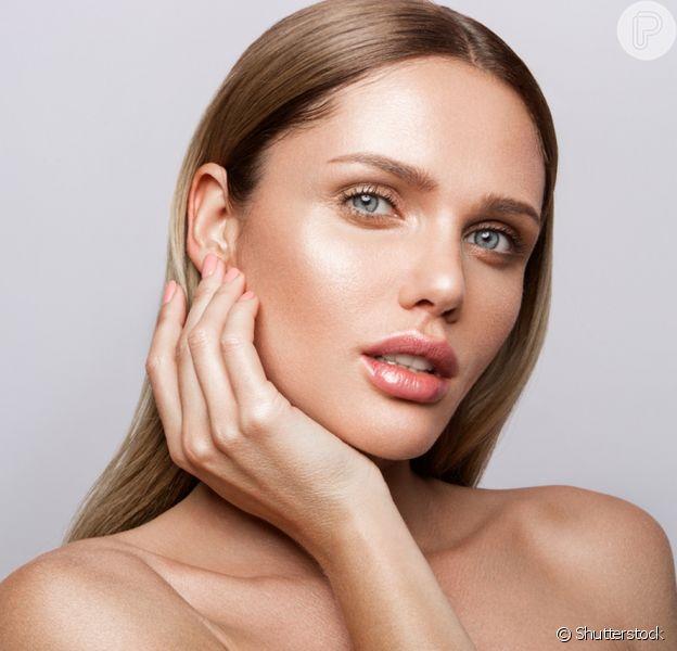 A maquiagem iluminada do momento é a glass skin: maquiadora ensina passo a passo de como fazer!