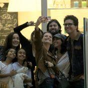 Hora da selfie! Thiago Fragoso e Mariana Vaz fazem foto em encontro com famosas