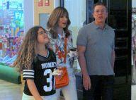 Programa em família! Ana Furtado, Boninho e filha do casal vão ao shopping