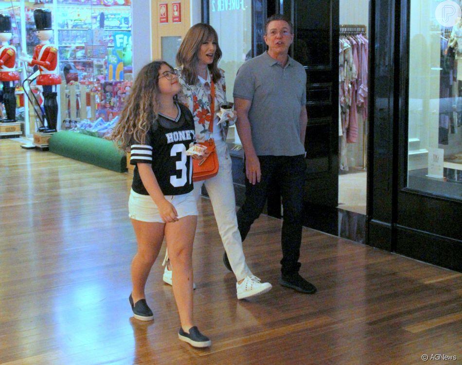 Ana Furtado curte passeio em família no shopping Village Mall, na Barra da Tijuca, zona oeste do Rio de Janeiro, neste domingo, 30 de outubro de 2018