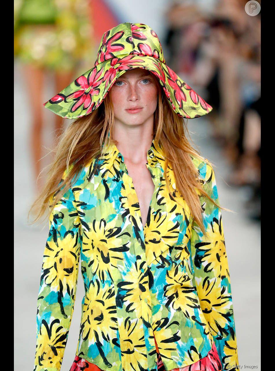O chapéu da grife Michael Kors apareceu estampado e floral para o verã cccea34a08a