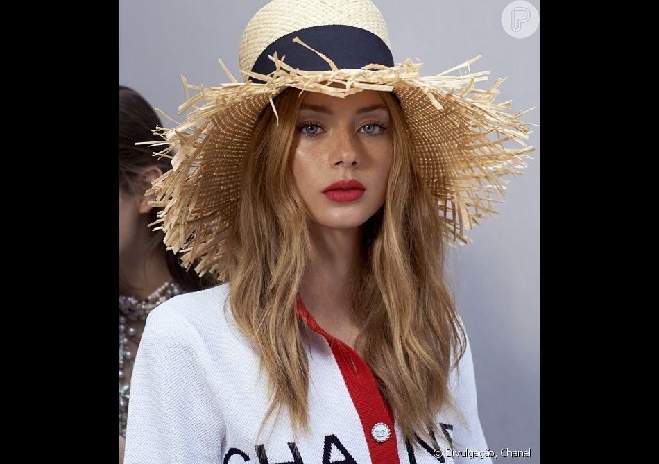 5ebd57fde62b3 Chapéu de palha é uma aposta da Chanel para o verão 2019
