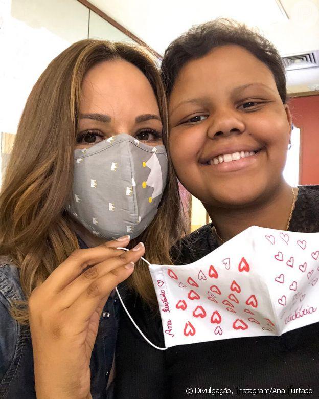 Ana Furtado, durante o tratamento, visitou crianças no INCA