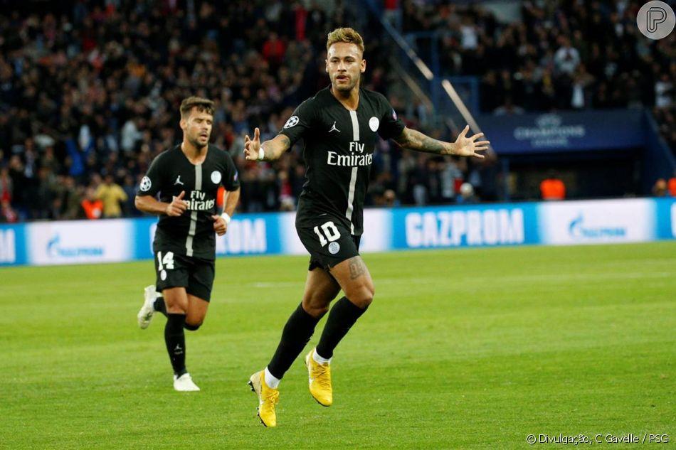 Neymar muda de visual e exibe fios loiros em jogo do Paris Saint ... 91b2f31e13a70