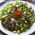 Apostar em um cardápio repleto de legumes, verduras e frutas variadas é o caminho para o sucesso no combate das celulites