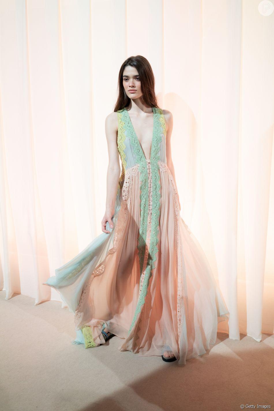 9e38a76e0 Os vestidos do verão 2019  o look Alberta Ferretti é pura delicadeza para o  verão