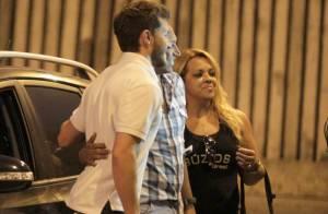 Klebber Toledo posa com fãs após gravar 'Império' e vai à academia no Rio