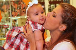 Nivea Stelmann leva a filha, Bruna, para evento de moda infantil no Rio