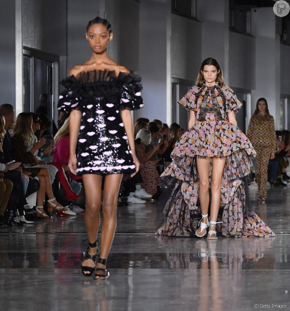 36521b022 Babado é tendência para o verão 2019  camadas e mais camadas nos looks de  Giambattista