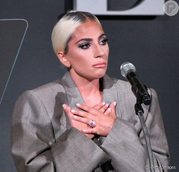 """Lady Gaga foi uma das homenageadas da 25ª edição do """"Women In Hollywood"""", da revista Elle americana, que aconteceu no dia 15 de outubro de 2018, e relatou sobre assédio sexual"""