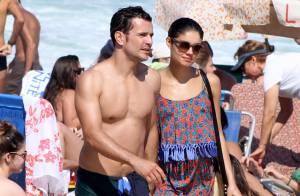 Sophie Charlotte e Daniel de Oliveira, de 'O Rebu', trocam carinhos na praia