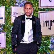 Neymar, solteiro, curte noite com ex-namorada em boate de Barcelona. Vídeo!