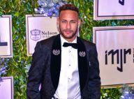 Neymar, solteiro, curte noite acompanhado em boate de Barcelona. Vídeo!