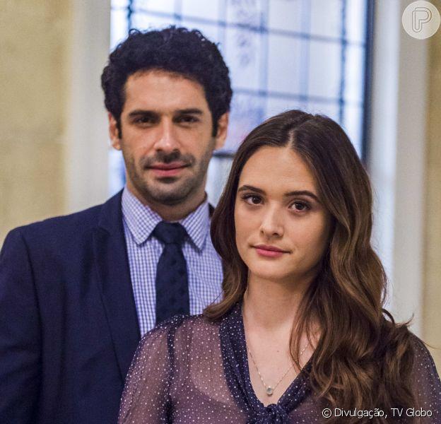 Na novela 'O Tempo Não Para',dom Sabino (Edson Celulari) salva Marocas (Juliana Paiva) de casamento forçado com Emílio (João Baldasserini)