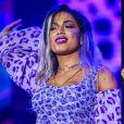 Anitta adotou cabelo lilás para uma apresentação no Planeta Atlântica, em 2017