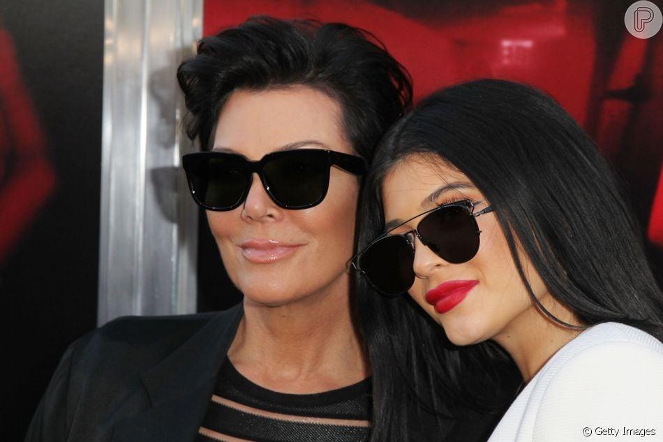 Kylie Jenner comprou uma Ferrari 488 para presentear a mãe, Kris Jenner, em seu aniversário. Veja abaixo!