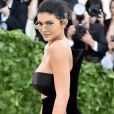 Kylie Jenner recentemente voltou a preencher os lábios com preenchimento