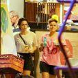 Nanda Costa e Lan Lanh deixam restaurante com petiscos e chopp