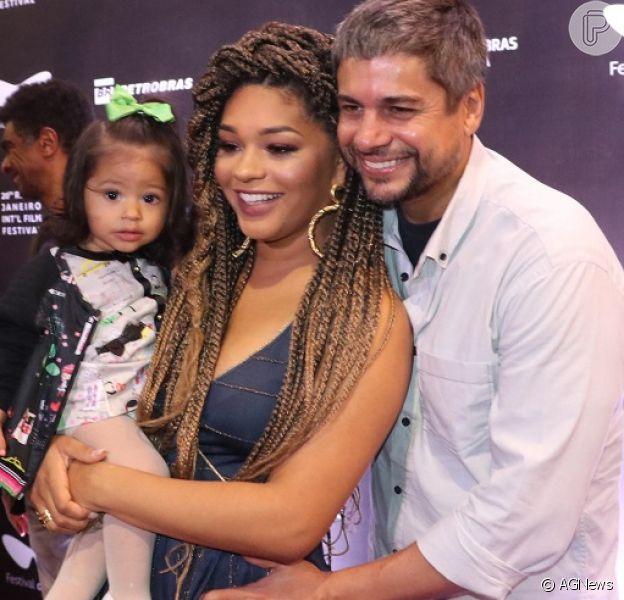 Filha de Juliana Alves, Yolanda dá show de fofura em pré-estreia no Rio nesta segunda-feira, dia 05 de outubro de 2018