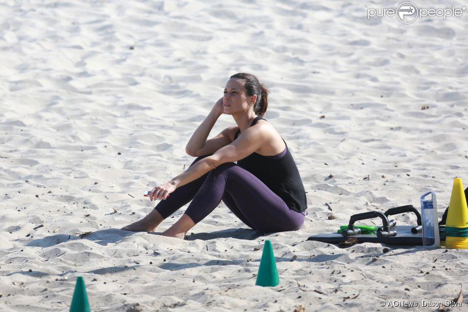 Vanessa Gerbelli malhou na tarde desta terça-feira, 2 de setembro de 2014, na praia da Barra da Tijuca, Zona Oeste do Rio