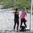 Vanessa Gerbelli malhou na tarde desta terça-feira, 2 de setembro de 2014, na praia da Barra da Tijuca. Acompanhada por sua personal trainer, a atriz mostrou que está em plena forma física aos 41 anos de idade